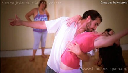 Clases-de-danza-Biodanza.-Danza-creativa-en-pareja