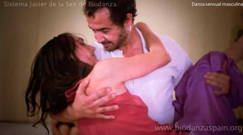 Imágenes-de-biodanza-Javier-de-la-Sen.-Danza-sensual-masculina
