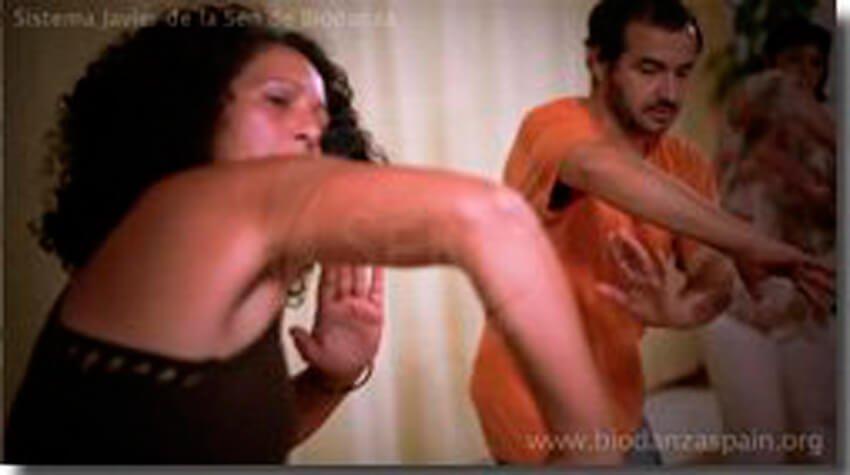 Imagnes-de-biodanza.-Danza-de-recibir-y-penetrar