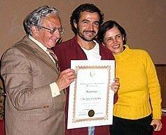 Javier de la Sen recibe el título de Profesor Didacta de Biodanza SRT de manos de Rolando Toro Araneda.
